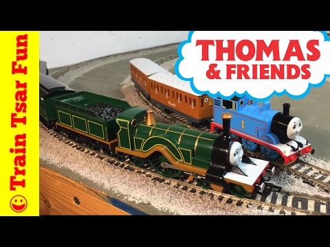 Thomas & Friends HO Scale Emily's Passenger Deluxe Bachmann Train Set