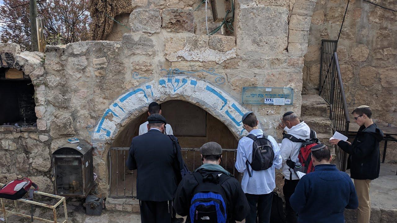 מראה קבר ישי רות המואביה ובית כנסת העתיק הסמוך בעיר חברון