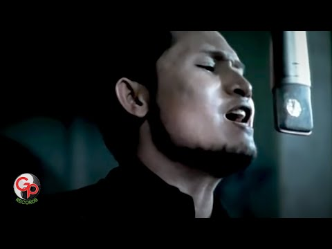 Andra And The Backbone - Musnah [Official Music Video]
