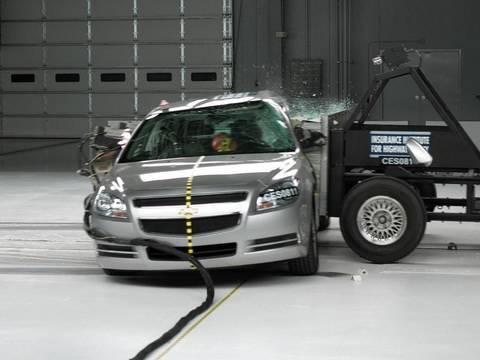 2008 Chevrolet Malibu side IIHS crash test