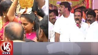 Lal Darwaza Bonalu: Minister Etela Rajender Offers Prayers At Sri Simhavahini Mahankali Temple | V6