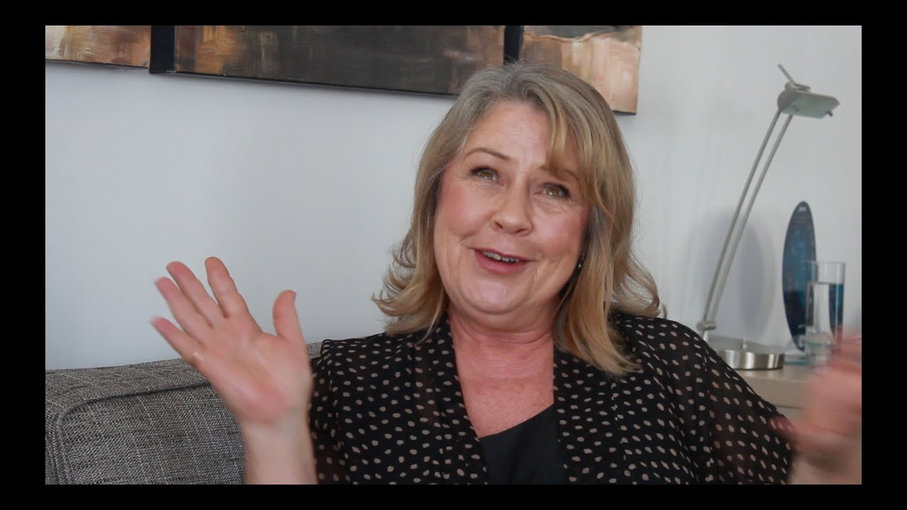 noni hazlehurst height