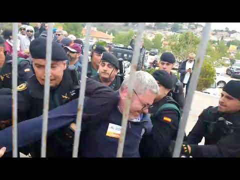 Càrregues de la policia a l'escola Joncadella de Sant Joan de Vilatorrada