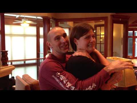"Kelly Gets an Impromptu ""Chiropractic"" Adjustment on the Movie Set - Dec 8, 2012"