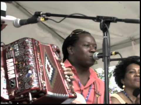 Colores Latinos TV presenta: Autismo con la Dra. Epelbaum. Y Lowell Folk Festival