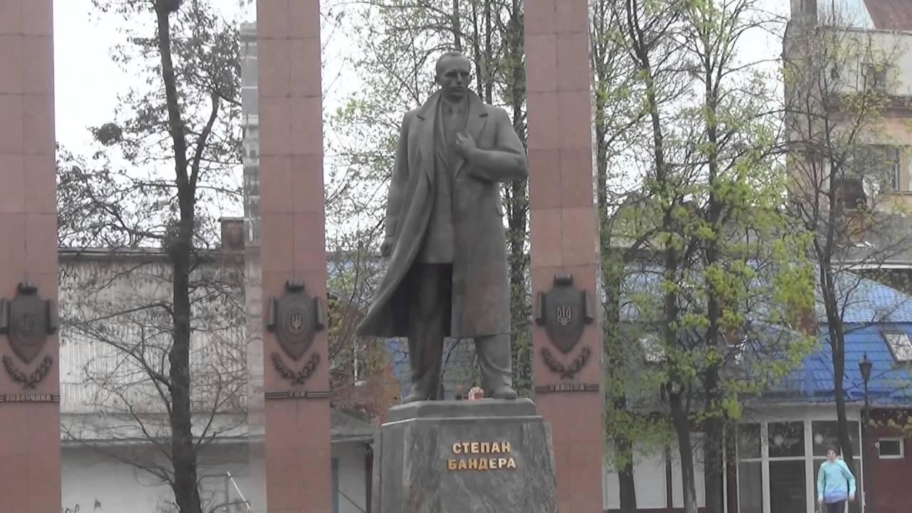 Пам'ятник Бандері передали в комунальну власність Львова