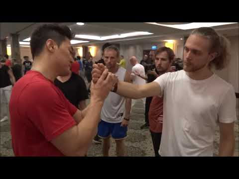 How to pull your opponent's wrist - DK Yoo