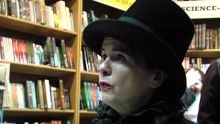 Littérature : Amélie Nothomb était en dédicace à Elancourt