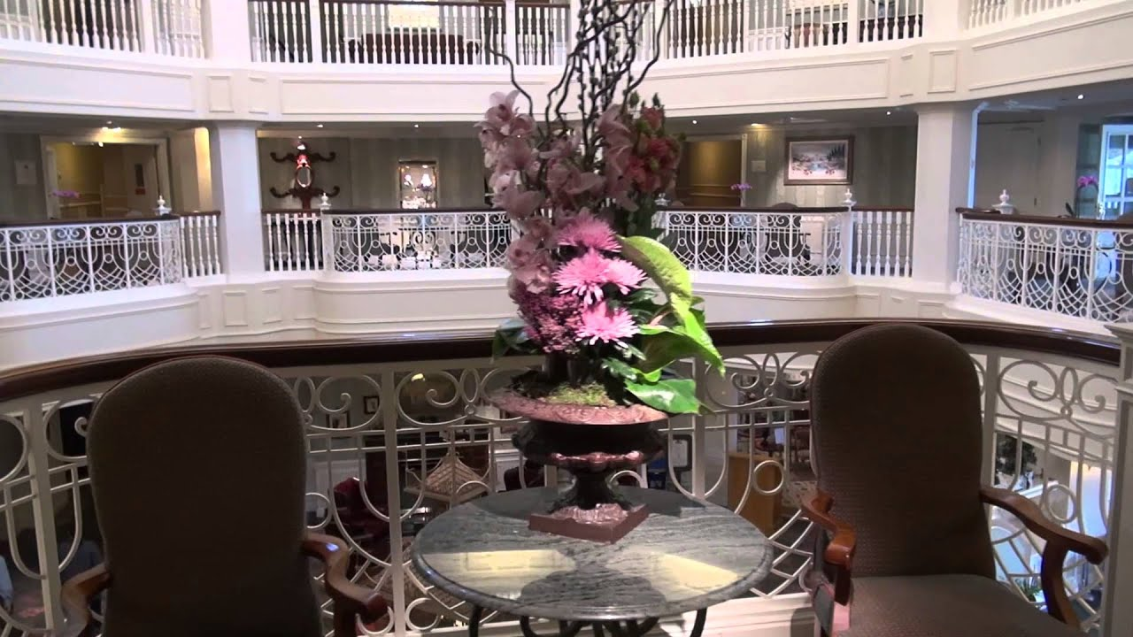 Castle club disneyland hotel youtube for Chambre castle club disneyland hotel