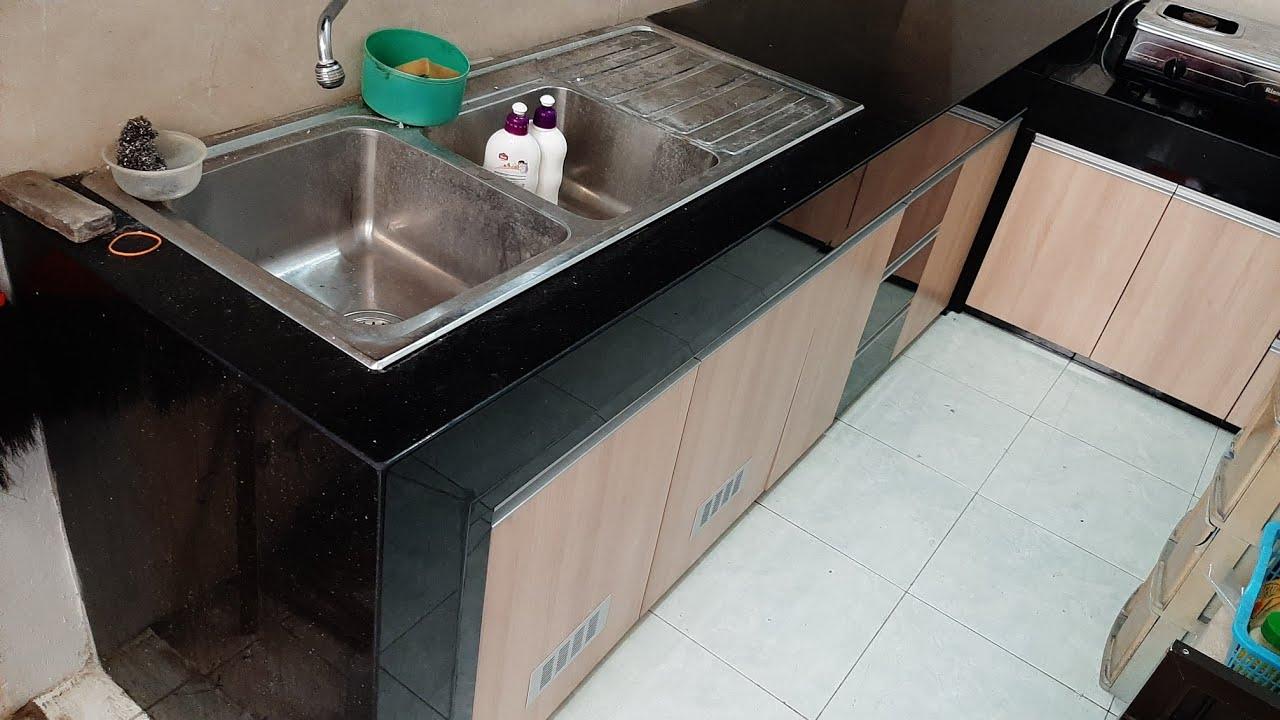 Kitchen set ukuran 9 x9 meter lemari atas lurus , lemari bawah model L. top  table granit gold black