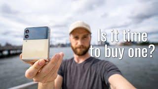 Samsung Galaxy Z Flip 3 Real-World Test (Camera Comparison, Battery Test, & Vlog)