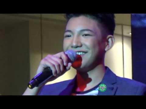 Darren in Shangri la Plaza March 11 2017  Flashlight with Chandelier