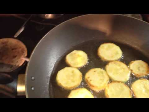 Кабачки с яйцом и луком.
