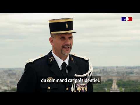 #14Juillet Depuis 3 ans, Christophe, acteur privilégié, conduit le Président sur les Champs-Élysées