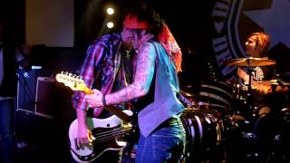 BOBBY DALL takes the stage with DEVIL CITY ANGELS at Florida club show