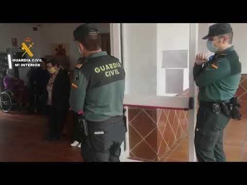 Concurso de dibujo de la Guardia Civil en la residencia de mayores de Fuente Palmera