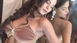 Rajinikanth asks Deepika to doll up, Salman Khan breaks his promise, & more hot Bollywood news thumbnail