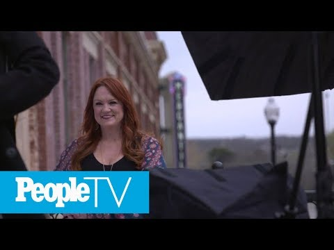 'Panic! At The Disco's' Brendon Urie On Adele vs. Bey: 'I Worship Beyoncé' | PEN | People from YouTube · Duration:  2 minutes 7 seconds