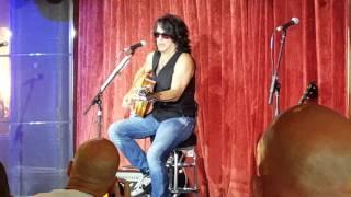 Paul Stanley acoustic KISS KRUISE V Comin
