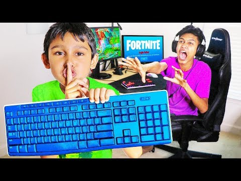 Wireless Keyboard Prank HACK on Me Playing Fortnite! (Little Brother)