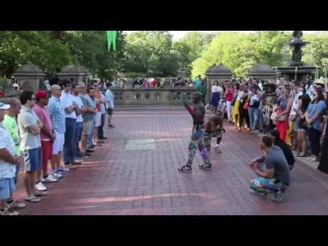 PowerHouse - New York Urban Street Performers.  (Street Arti