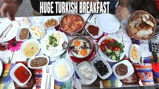 Gambar cover Eating A Huge Turkish Breakfast in Istanbul
