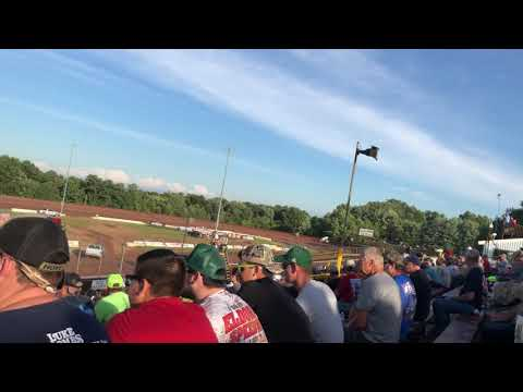 Kyle Larson qualifying at Lernerville Speedway