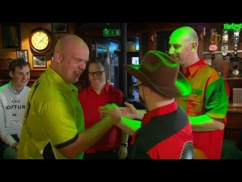 Darten tegen wereldkampioen Michael van Gerwen - HOTEL SYNDROOM
