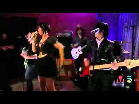 Fall Out Boy - Shut Up And Drive(Feat. Rihanna) Live MTV VMA 2007