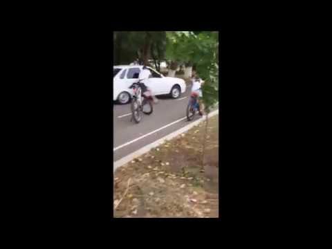 Беспредел в Невинномысске  Водитель наехал на велосипедистов