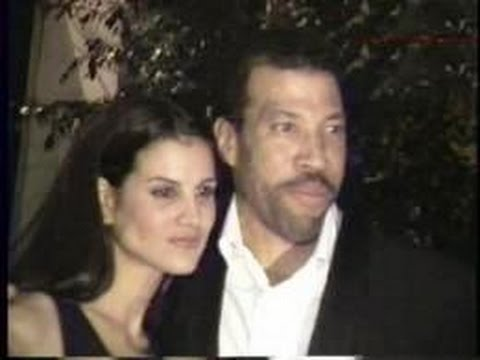 LIONEL RICHIE and wife DIANE greet fans outside Beverly Hills restaurant   1997