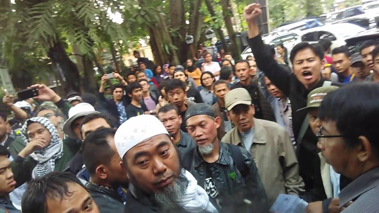FPI Bikin Kisruh di Kampus ISBI Bandung - YouTube