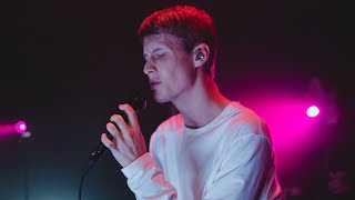 Victor Leksell & Astrid S - Svag (Late Night Concert)