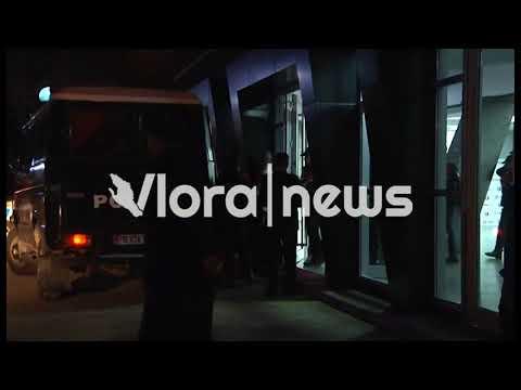 Vlorë 2 albitrat shoqërohen me eskord pas ndeshjes Flamurtari-Vllaznia