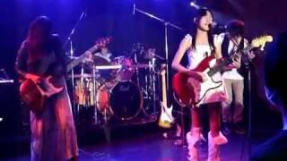 2011年11月12日 藤沢Live House N Mix Beans are MOMOKA(Vo,Gt) ささたつ(Gt) さっちゃん(Ba) Mr.ISHII(Dr) 2010年10月に某音楽スクール内で結成! メンバーが ...