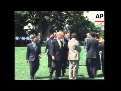 USA: BOSTON: GOVERNOR OF MASSACHUSETTS WILLIAM WELD RESIGNS
