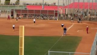Как девушки играют в бейсбол в США?