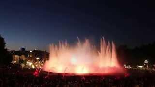 Незабываемое бесплатное шоу в Барселоне, которое собирает тысячи человек со всего мира каждый вечер!