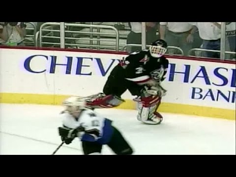 Best of Hasek: Throws His Blocker at Bondra