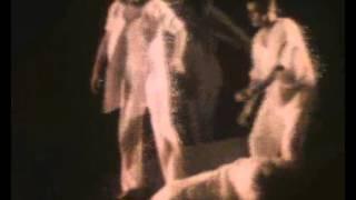 La Momie à Mi-Mots: Funéraille (début), chapitre 10: Funeral (beginning)