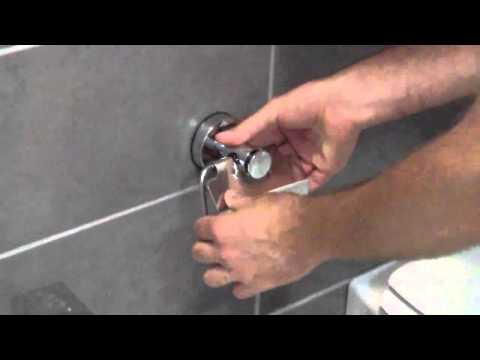 Accessori Bagno A Ventosa Everloc.Accessori Bagno Con Sistema A Ventosa Youtube