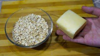 Беру 90 грамм овсянки 90 грамм сыра и готовлю быстрый завтрак на сковороде для всей семьи