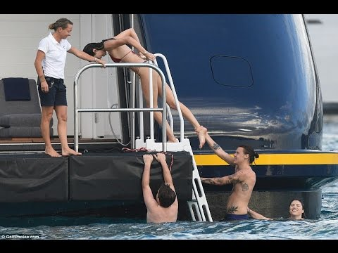 Kendall Jenner & Harry Styles Spotted On Yacht Enjoying in Romance