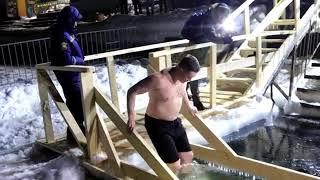 Этой ночью в Приморье, прошли крещенские купания. Видео @primorskyadmin