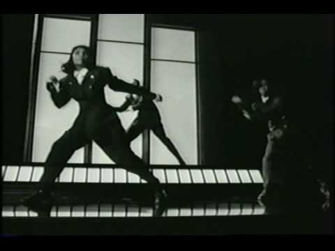 MC Hammer - Gaining Momentum