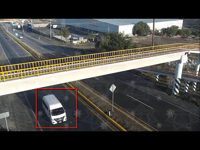 Es detenido junto con dos vehículos involucrados en distintos robos en Texcoco