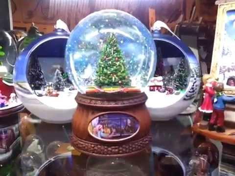 Bola de cristal con tren girando alrededor del rbol de for Bolas de navidad baratas