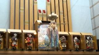 北名古屋市文化勤労会館の玄関ホールです。 作:夢童由里子.