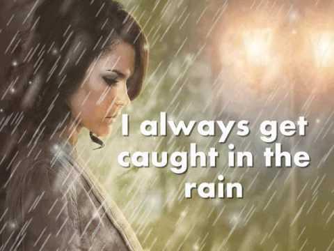 I ALWAYS GET CAUGHT IN THE RAIN - Dionne Warwick (Lyrics)