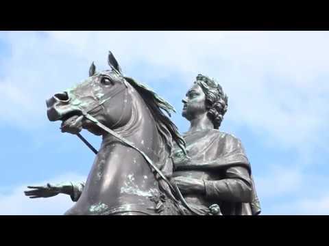 Russia : Saint Petersburg : A Walk In The City